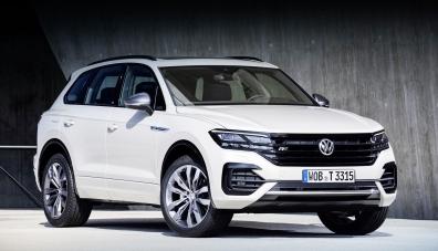 Volkswagen Touareg паркира без шофьор