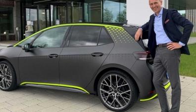 Хечбекът Volkswagen ID.3 все пак ще има версия със задвижване на четирите колела и обозначение GTX