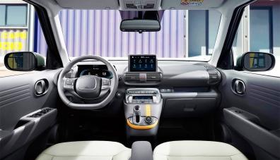 Hyundai разкри интериора на най-малкия си кросоувър