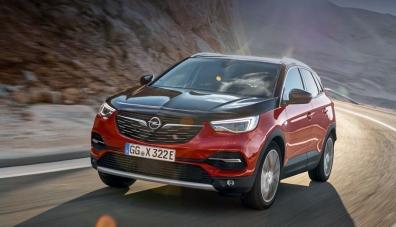 Opel Grandland X Hybrid4 се появи с пълно задвижване
