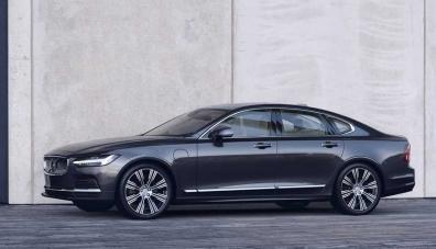 Volvo показа обновените седан S90 и комби V90